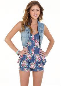 Find girls clothing and teen fashion from delia s