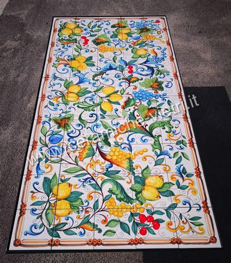 ceramica di vietri piastrelle tavolo con piastrelle di vietri uva e limoni ceramiche
