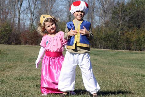 kids diy princess toadstool  princess peach costumes