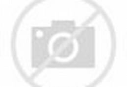 Miezka cantik dengan jilbab abu-abu.