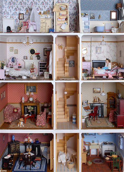 miniature dolls house furniture totally clueless pretty little dolls house