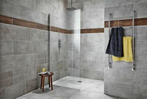 Attrayant Carrelage Sol Sejour Salon #3: carrelage-gris-mural-sol-salle-bains-douche-italienne-paroi-verre-tabouret-bois.jpg