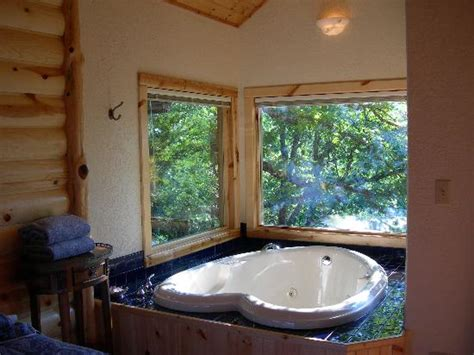 tub picture of treehouse cottages eureka