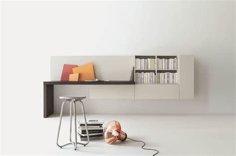 scrittoio con libreria angolo studio in soggiorno integrato nella libreria o in