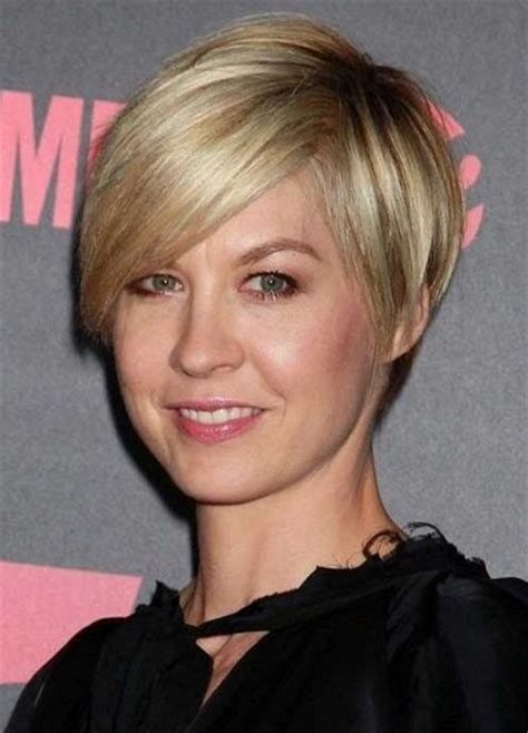 flattering hairstyles for women over 40 10 flattering short hairstyles for women over 40 page 5