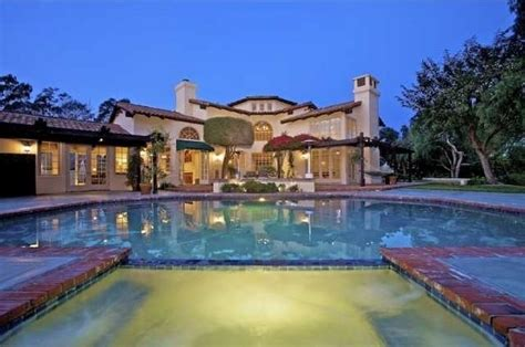 aaron rodgers house the 15 most incredible homes owned by nfl players