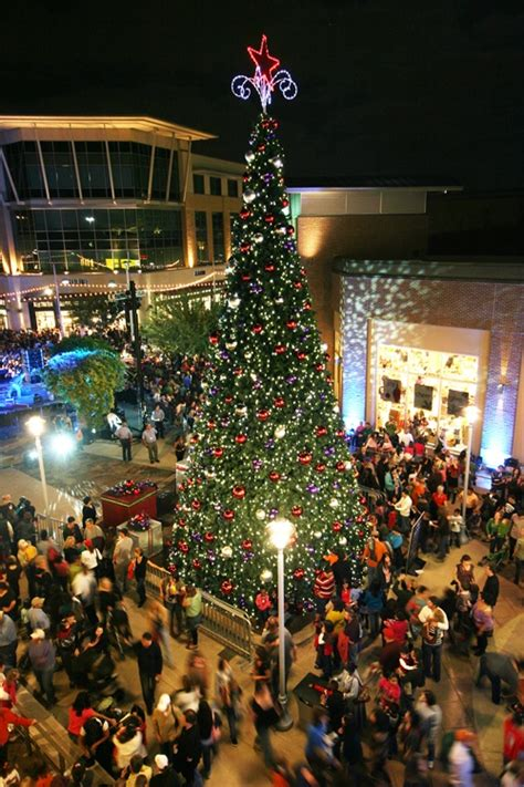 domain austin christmas tree lighting after shopping at the domain austin take a pic by the