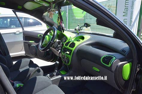 tuning interni tuning peugeot 206 con interni nero e verde pisello