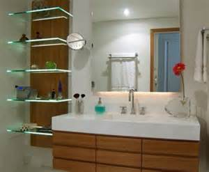 regale fürs bad badezimmer kleine badezimmer regale kleine badezimmer