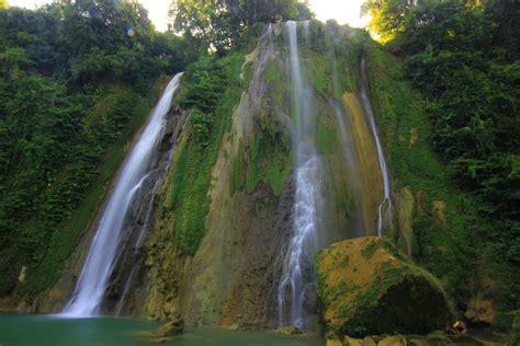 Batu Berisi Air Alami berenang di kolam alami air terjun cikaso indonesiakaya