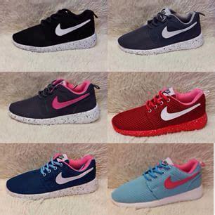Sepatu Nike Rosherun 04 beza kasut adidas original dan tiruan soldes beza kasut