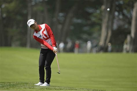 swing skirts lpga ch lydia ko takes first round lead in swinging skirts