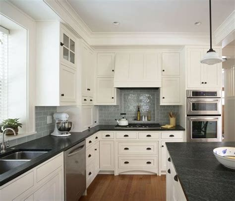 Kitchen With Black Countertops And White Cabinets 1000 Ideas About Black Granite Kitchen On Pinterest Granite Kitchen Black Granite And