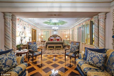 Simmons Sofa Bed Gianni Versace S Miami Mansion Reopens As Luxury Hotel