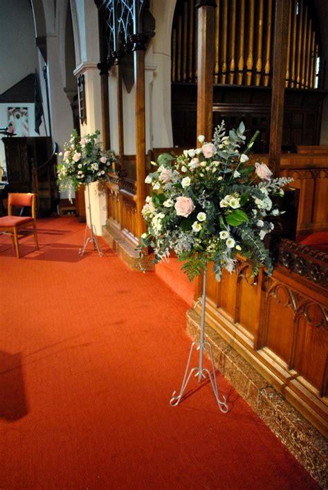 radisson edwardian wedding pink  white wedding flowers