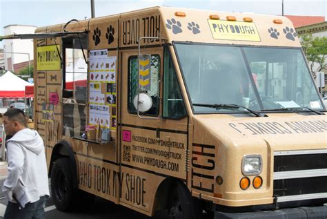 design my own food truck doggies who lunch get their own stylish food truck co
