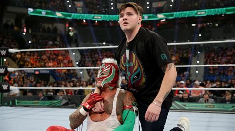 wwe mysterio  relinquish  title main event taping