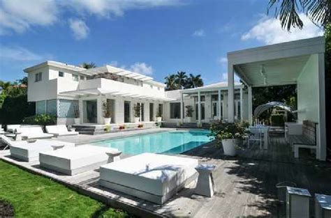 Kitchen Island Perth by Shakira Selling Waterfront Miami Mansion For 14 95 Million