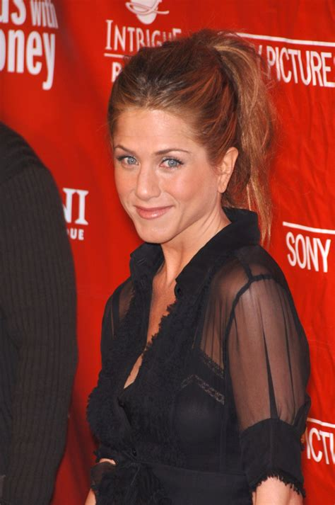 Blonde Highlights On Light Brown Hair Jennifer Aniston Hair Best Jennifer Aniston S Hairstyles