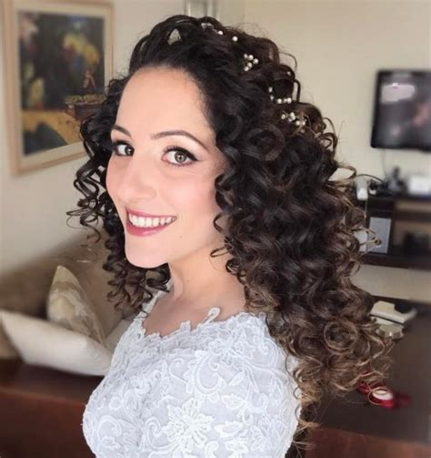 Curly Wedding Hairstyles by 20 Soft And Sweet Wedding Hairstyles For Curly Hair 2018