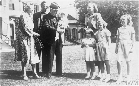 winston churchill meets  dutch royal family soestdijk