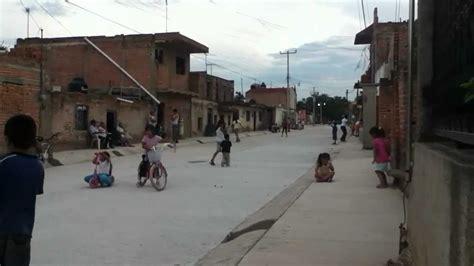 imagenes de niños jugando futbol en la calle el arenal ni 241 os jugando en la calle nueva youtube