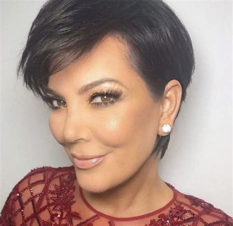 kris jenner face shape kris jenner defies her 61 years of age with jaw dropping