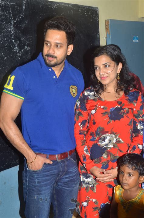 actor bharath latest news picture 1062002 actor bharath with wife jeshly joshua
