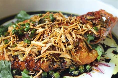 ikan kerapu bara goreng halia  bawang putih azie kitchen