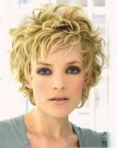 short carefree hairstyles for women top hairstyles models short curly hairstyles in carefree look