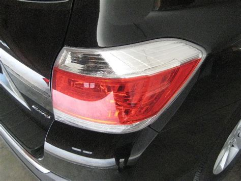 2004 toyota camry brake light bulb replacement toyota highlander light bulbs replacement guide 001