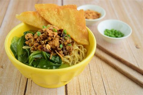 mie ayam jamur mushroom chicken noodle indonesian food bakmi ayam jamur chicken mushroom noodles recipe
