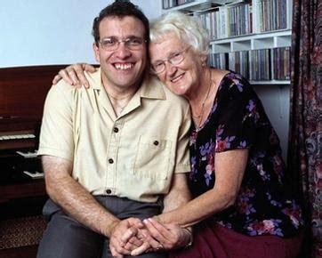 film cinta wanita lebih tua otak berita pria inggris nikahi wanita yang lebih tua