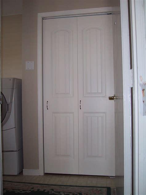 Bifold Closet Door Knobs by Closet Door Knobs Placement Roselawnlutheran
