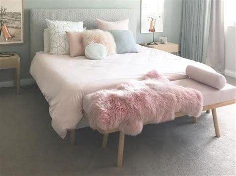 Deco Chambre Parentale 5018 by Chagne Pink Sheepskin Sheepskin Rug Pale Pink