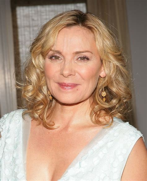 hollywood actresses medium lenght hairstyles kim cattrall medium curls kim cattrall hair looks
