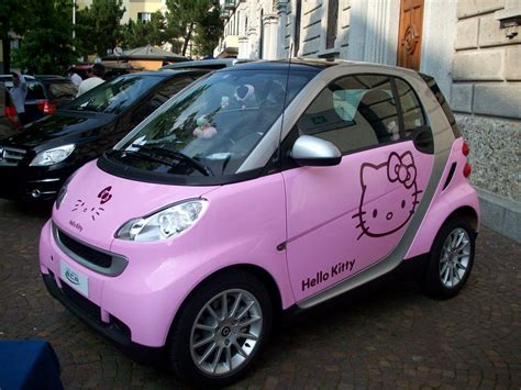 smart car pink pink hello kitty smart car 171 primo piano