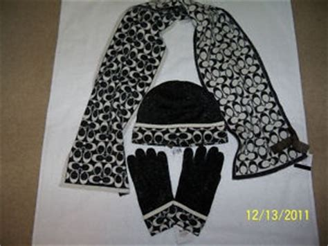 coach wool 3 set scarf hat and gloves in black