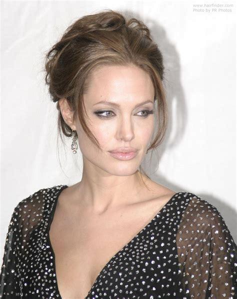 Angelinas Stylist Reveals Post Baby Style by Met Opgestoken Haar 187 Kapsels