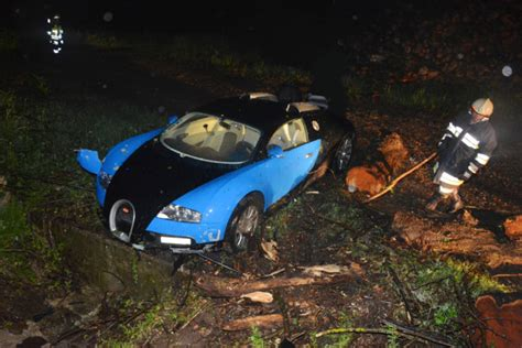 bugatti crash car crash bugatti veyron wrecked in austria gtspirit