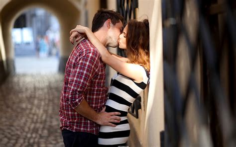 wallpaper couple hot kiss lip kiss pic collection for free download