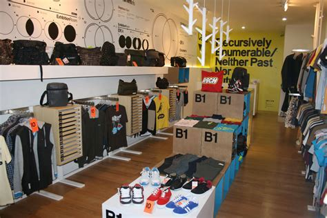 Kaos Distro Ouval Research 003 ouval research pelopor bisnis clothing yang mendunia
