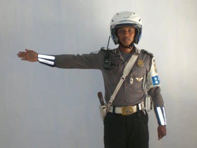 isyarat gerakan polisi lalu lintas satuan lalu lintas polres jeneponto