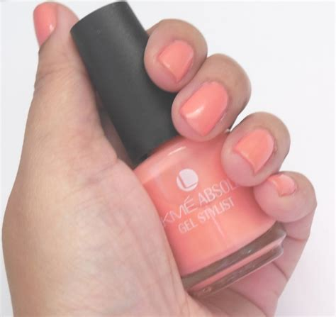 Lakme Absolute Reinvent Gel Stylist Ivory Dust lakme absolute gel stylist nail paint pink chagne review