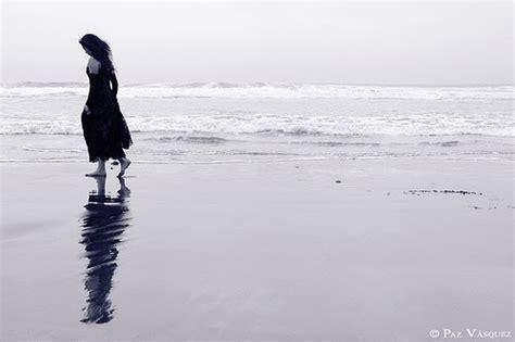 imagenes mujeres en soledad a traves del dolor enfrentando soledad durante el duelo