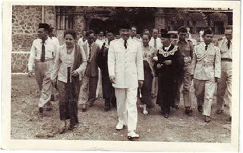 biografi bung hatta dalam bahasa inggris dan terjemahannya history of struggle for independence of the republic of