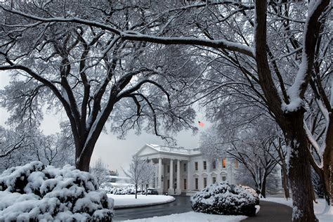 house in the snow file white house in winter snow jpg wikimedia commons