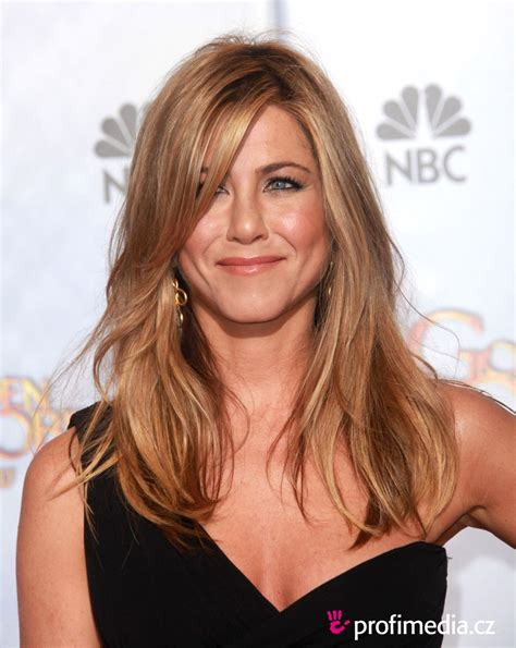 Try A Jennifer Aniston Hairstyle On Your Uploaded Photo First   jennifer aniston hairstyle easyhairstyler