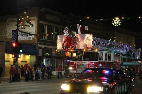 picture perfect christmas towns  kansas youll   visit