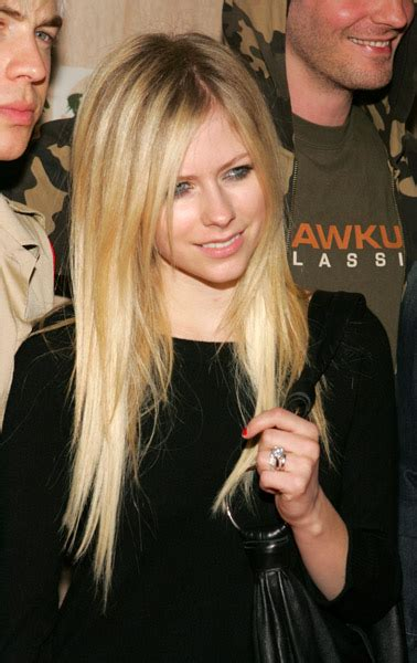 Avril Justifies Spitting On Photographers by Dlisted A That Spits Together Stays Together